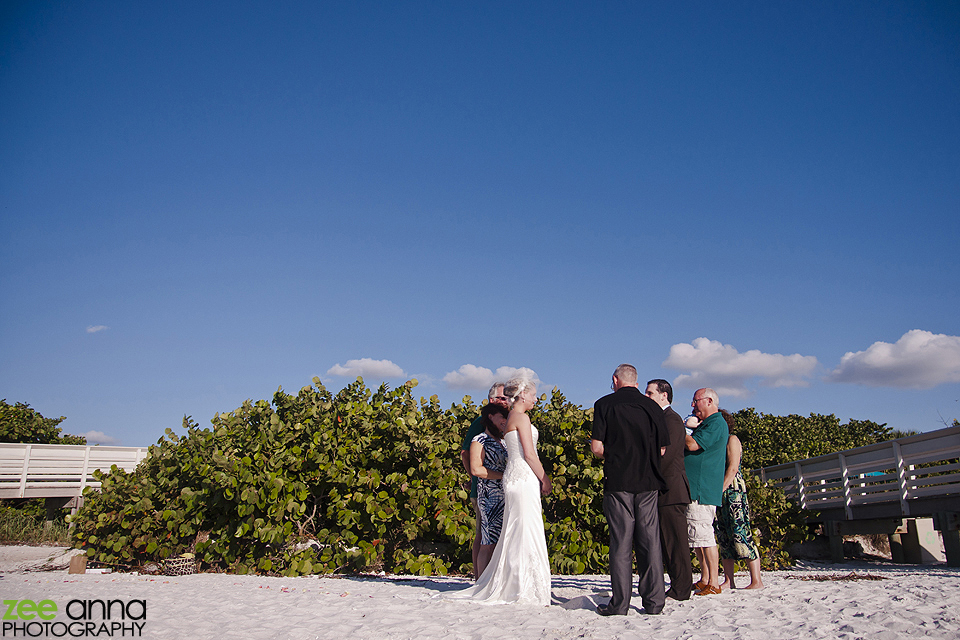 Grys-Tharp-Beach-Wedding-0018