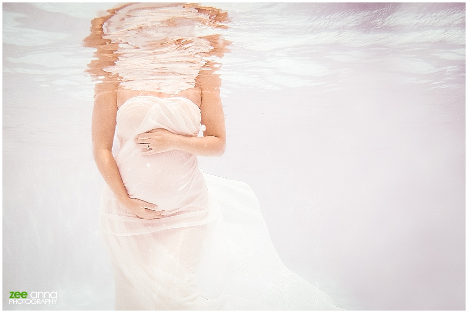 Fort Myers Underwater maternity session by Zee Anna Photography